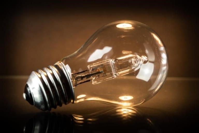 1. Đèn học chống cận sử dụng bóng đèn sợi đốt