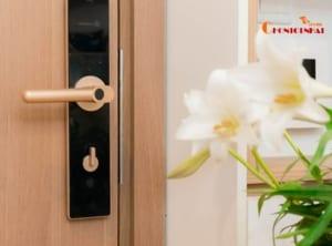 Chất liệu khóa cửa bằng inox hoặc thép nguyên khối siêu bền chắc